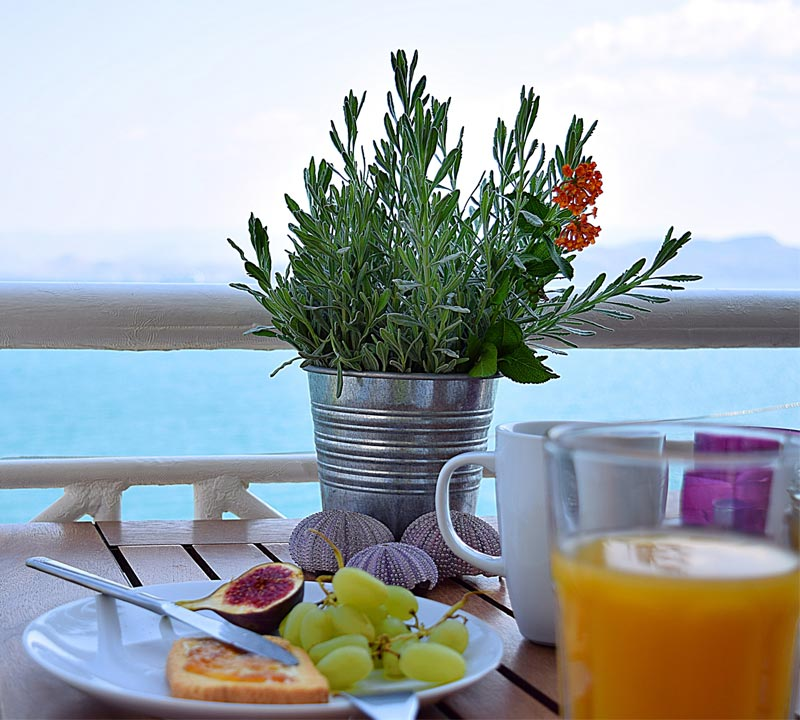 Time of breakfast in holiday One Bedroom apartment